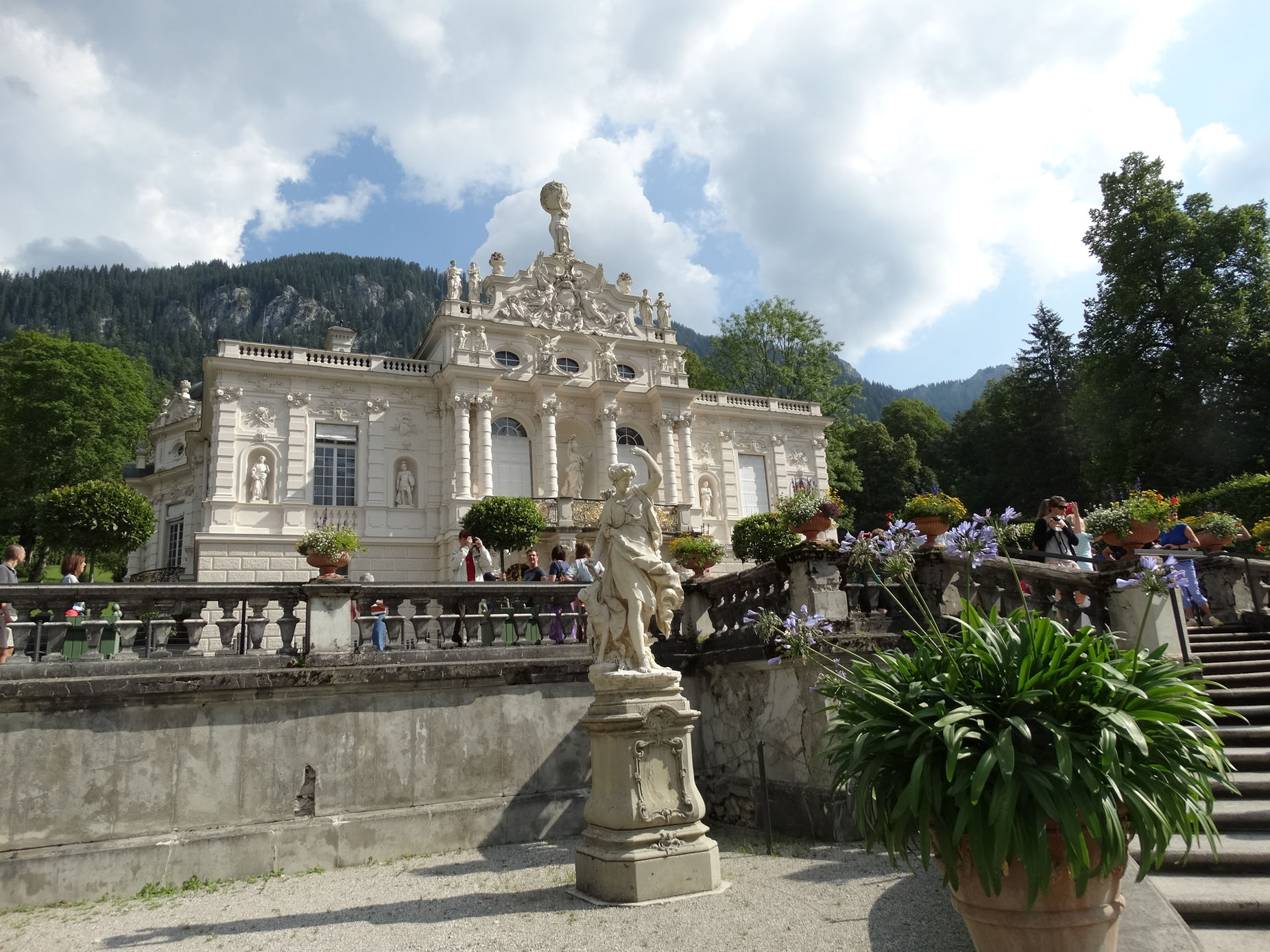 This is Linderhof Castle, which was built by King Ludwig II during the 19th century as a hunting lodge.