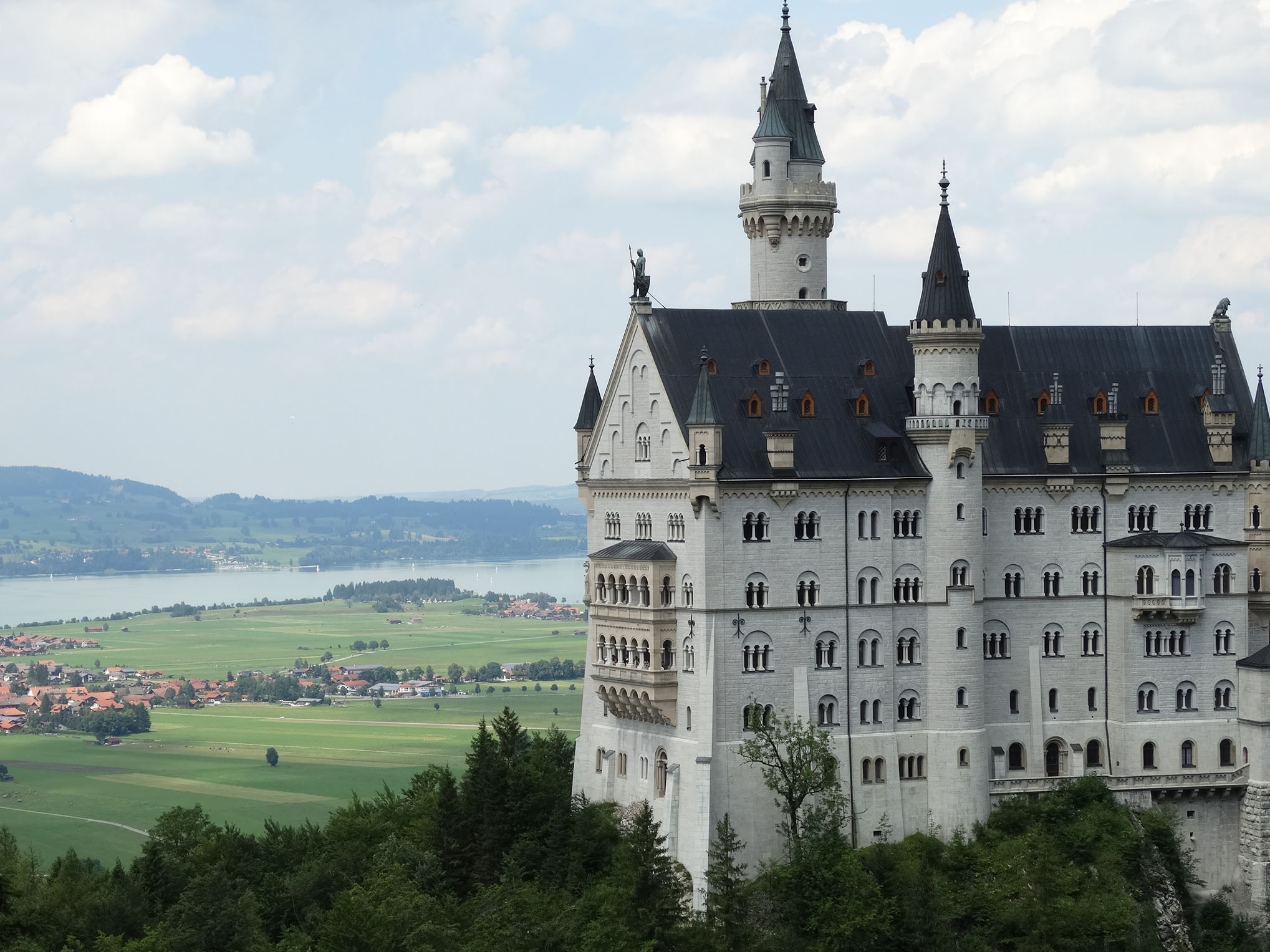 This fairytale look of the Neuschwanstein castle inspired Walt Disney to create the Magic Kingdom. Today, Neuschwanstein is the most visited castle in Germany, and one of the most popular tourist destination in the world. Every year over 1.300.000 people crosses its gate.